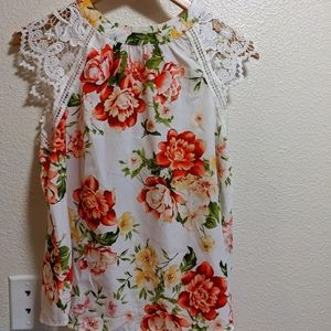 Floral sleeveless blouse with lace A035